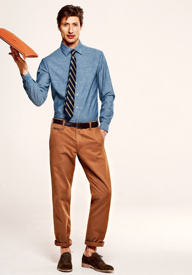 chino-chemise-cravatte-business-casual