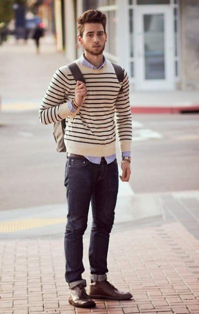 Pull cold rond avec chemise en dehors du pantalon